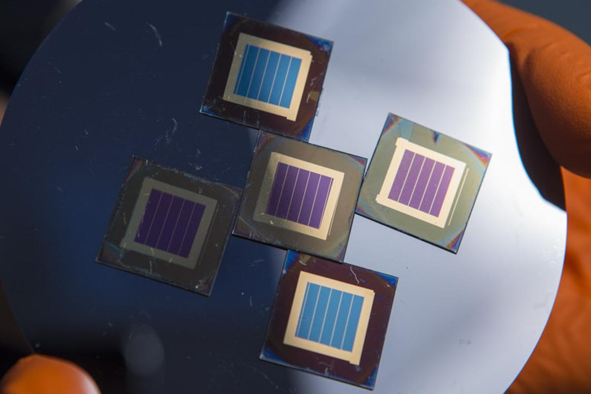 New designs for perovskite-silicon solar cells have reached a conversion efficiency of 27.7 percent