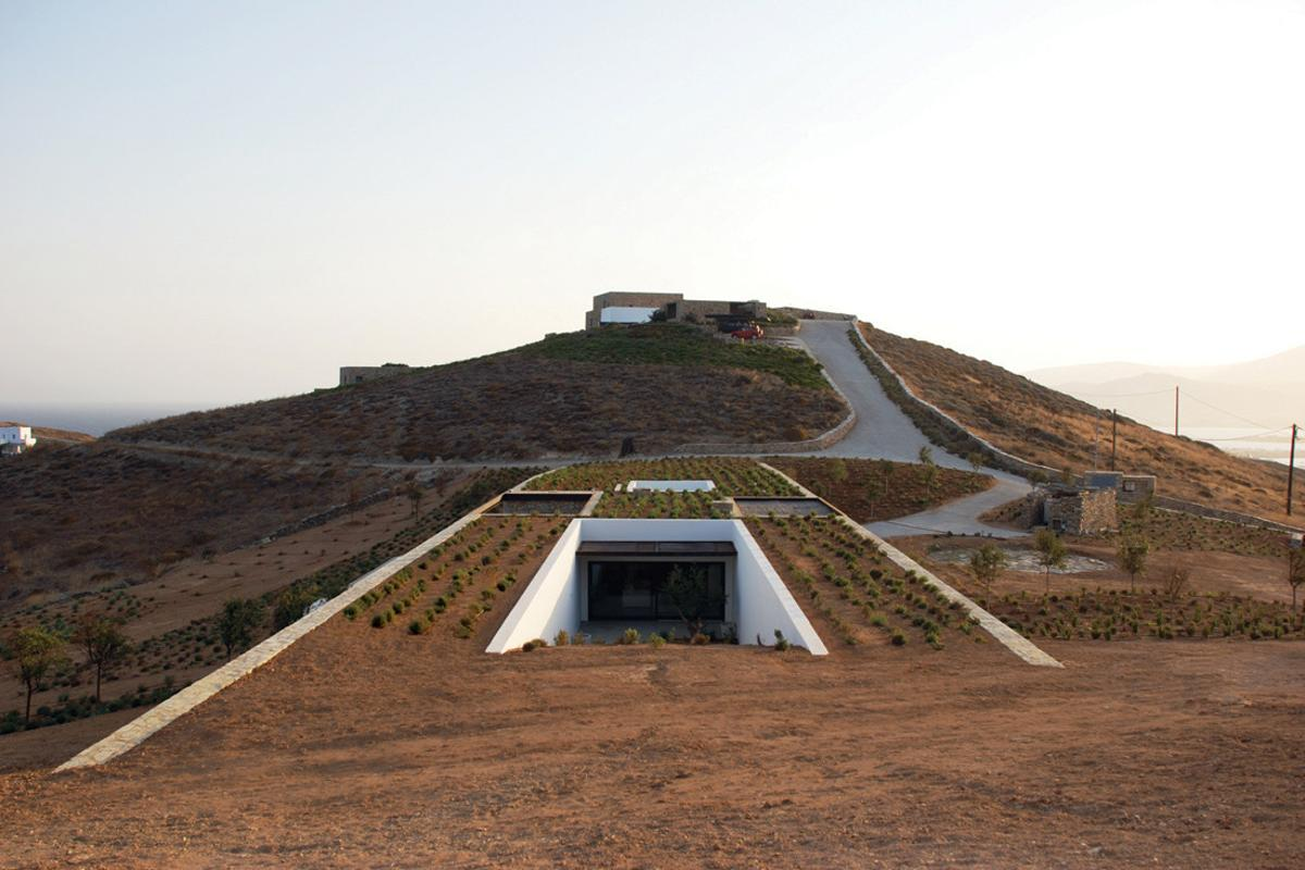 Aloni House sits in a natural gully between two sloping hills. Much of the structure nestles under the ground making it nearly impossible to grasp its true scale