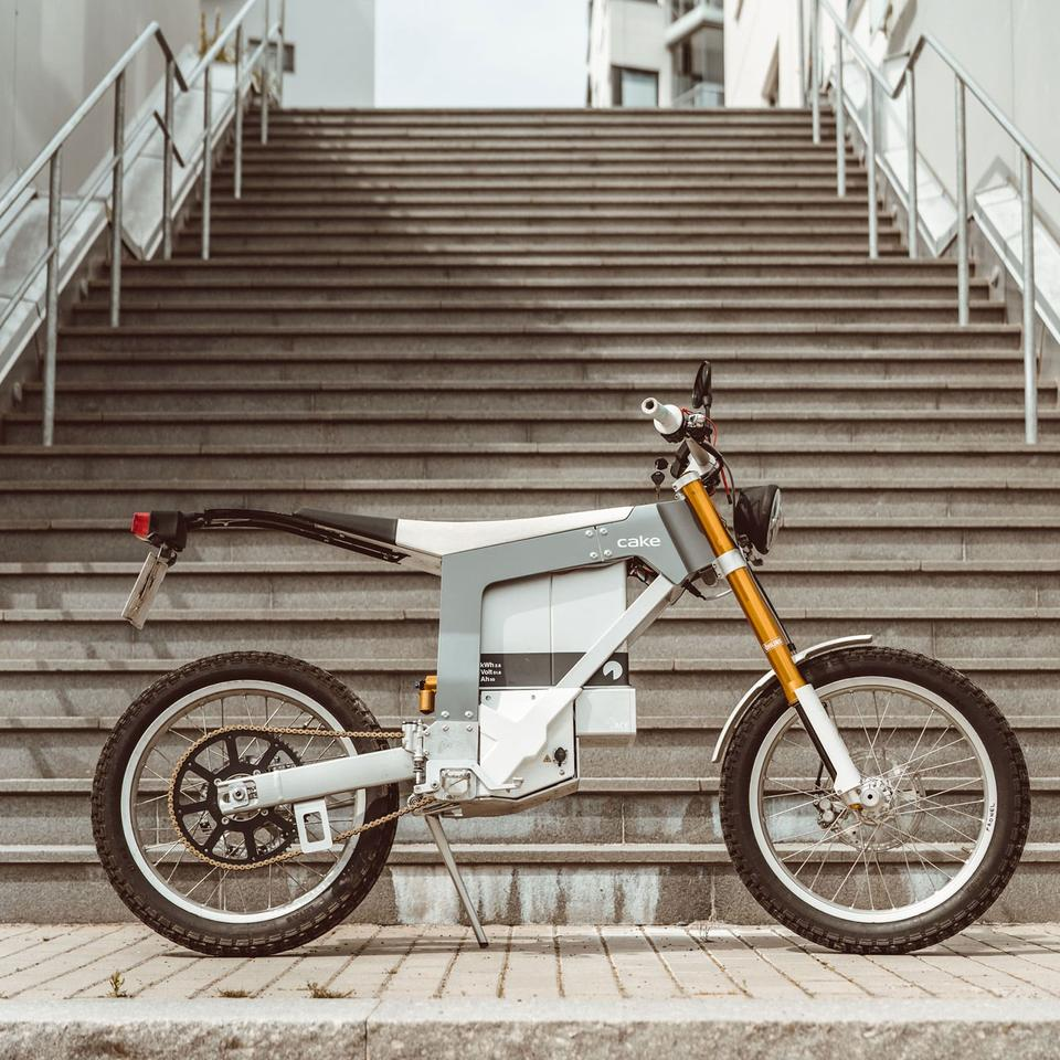 The Kalk& is an excellent looking lightweight electric commuter at an eye-bleeding price point