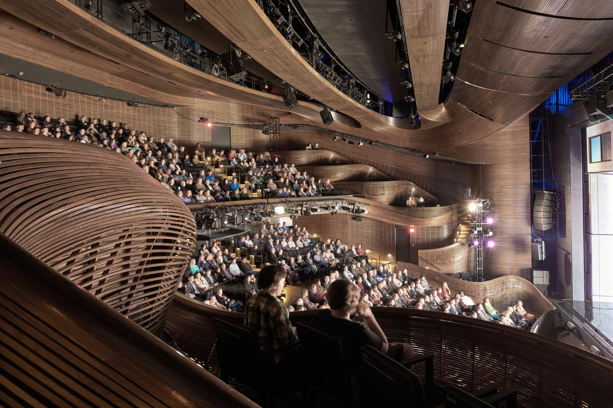 Coca-Cola Stage at the Alliance Theatre is located in Atlanta, Georgia, and was designed by Trahan Architects/APAC