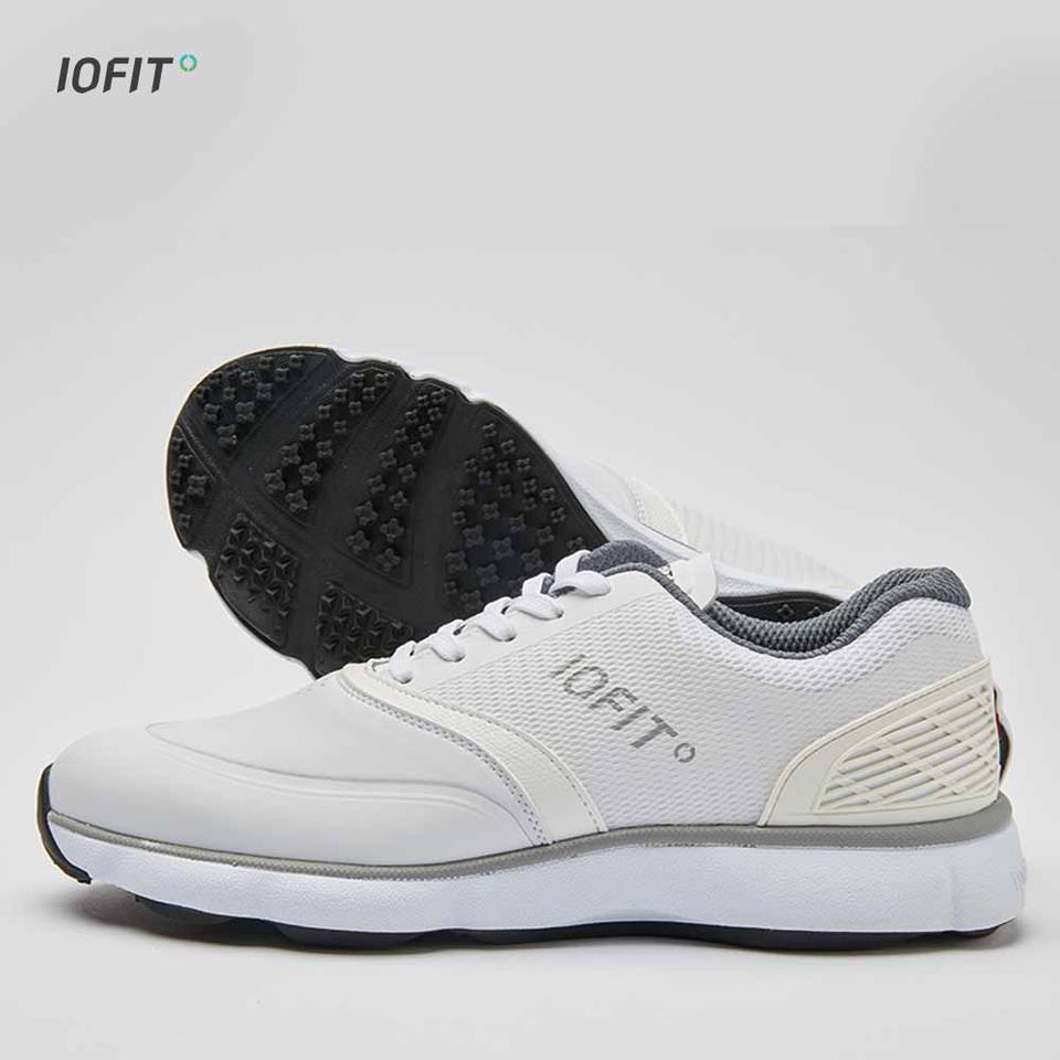 The shoes use inbuilt pressure sensors to measure weight distribution