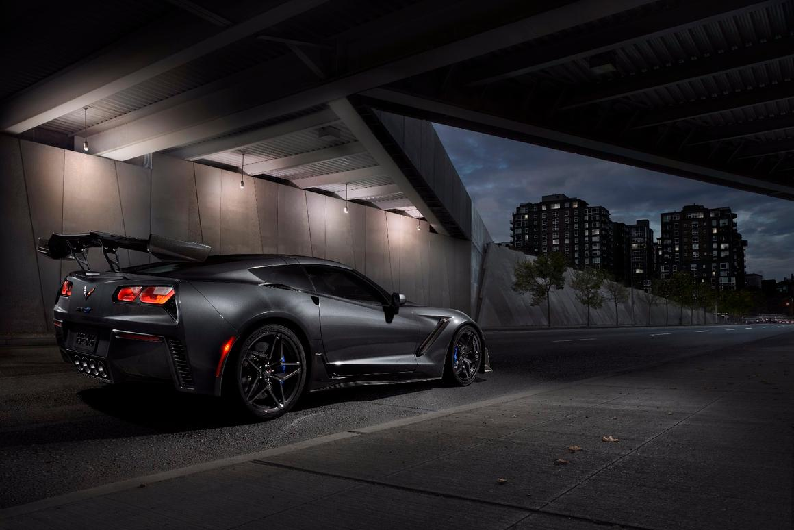 King Of The Corvettes 210 Mph 2019 Zr1 Packs A Scorching