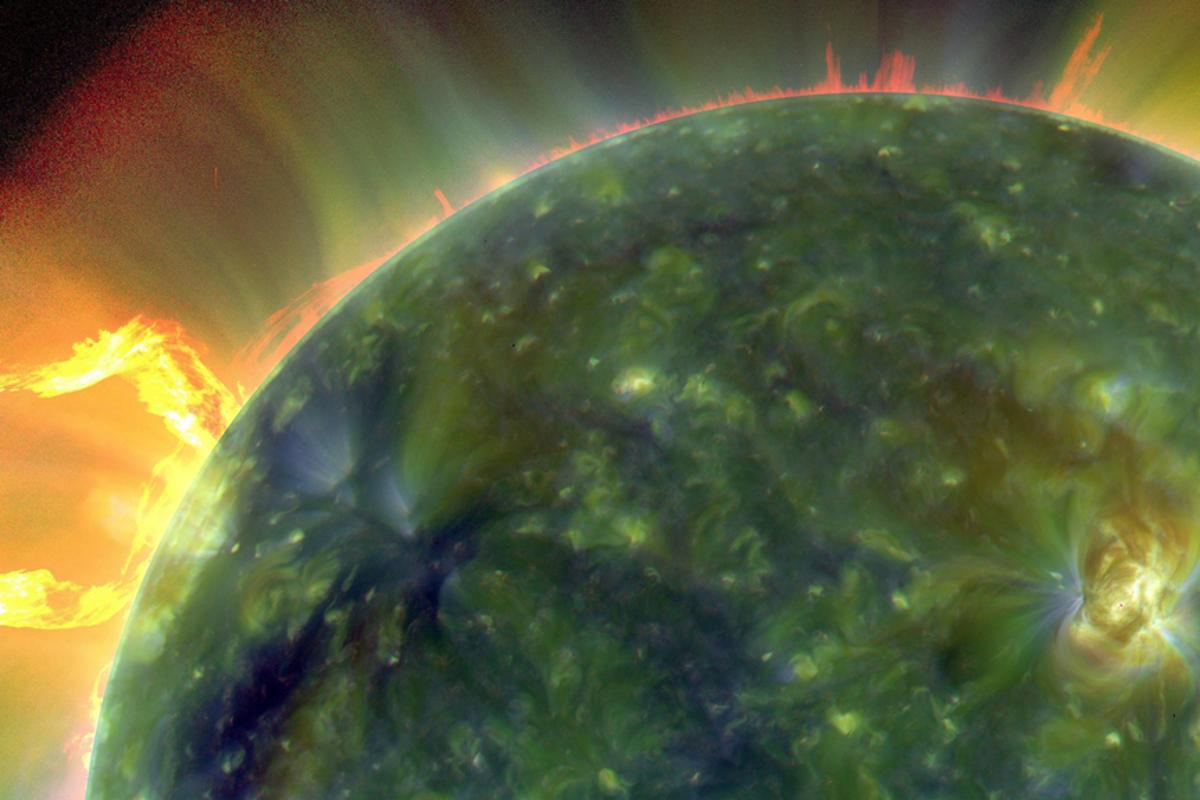 A full-disk multiwavelength extreme ultraviolet image of the sun taken by SDO with false colors tracing different gas temperatures - reds are relatively cool, while blues and greens are hotter (Image: NASA/Goddard/SDO AIA Team)