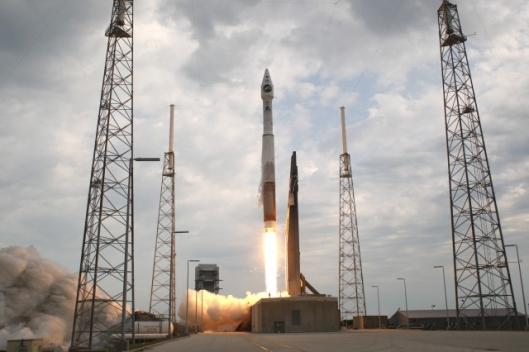 NASA's Lunar Reconnaissance Orbiter hitches a ride with an Atlas V/Centaur rocket from Cape Canaveral, Florida(Photo: Scott Andrews)