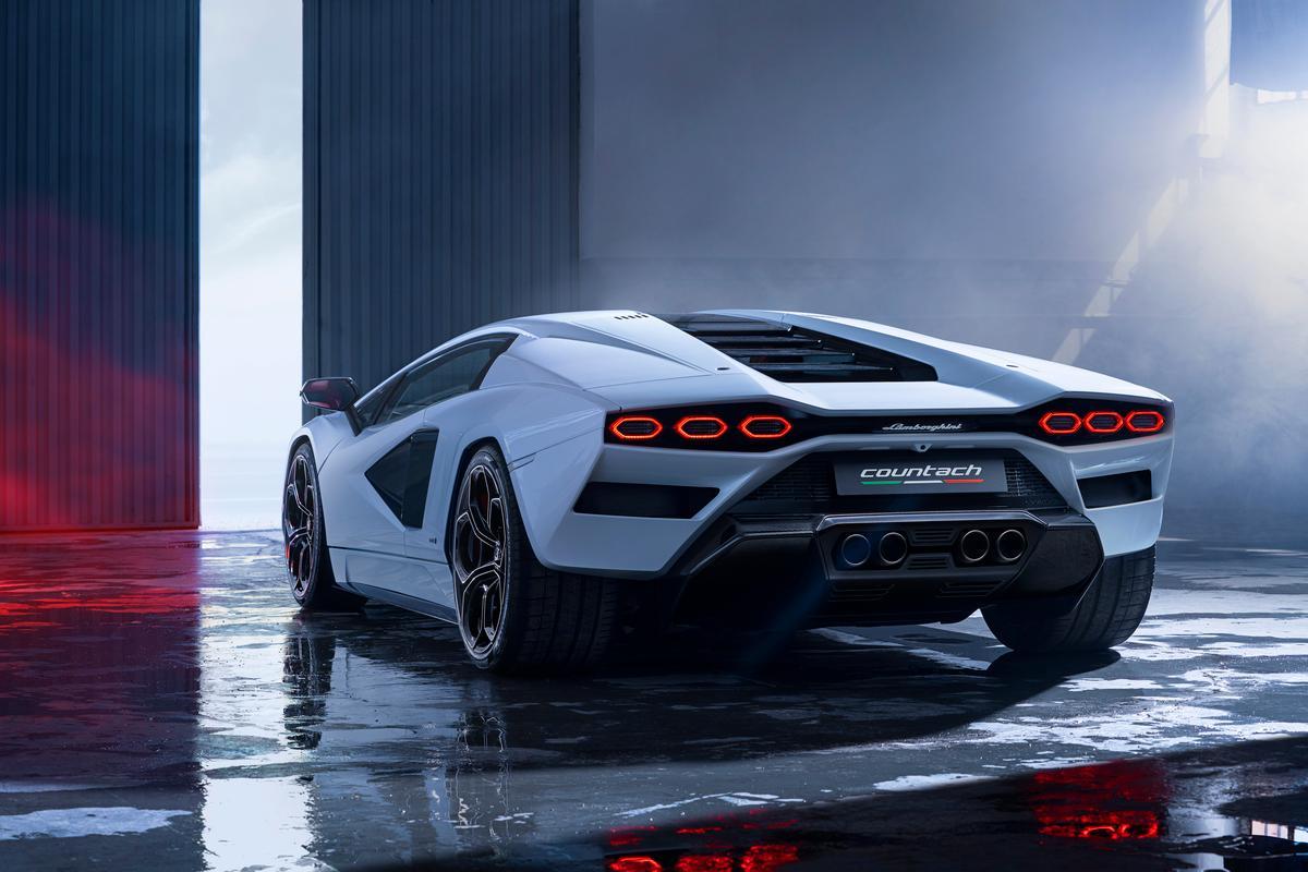 Lamborghini's radical supercapacitor-boosted Countach LPI 800-4
