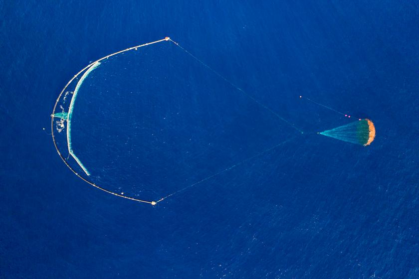 After a year of testing, the self-contained prototype System 001/B has started passively collecting plastic waste from the Great Pacific Garbage Patch