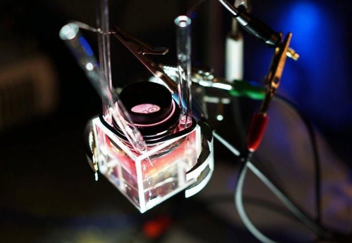 For the first time scientists have created a material that can switch back and forth between transparent and reflective