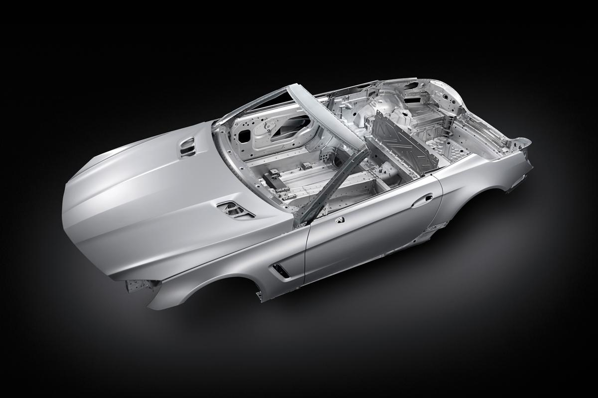 With a new aluminum bodyshell the Mercedes SL is lighter than its predecessors