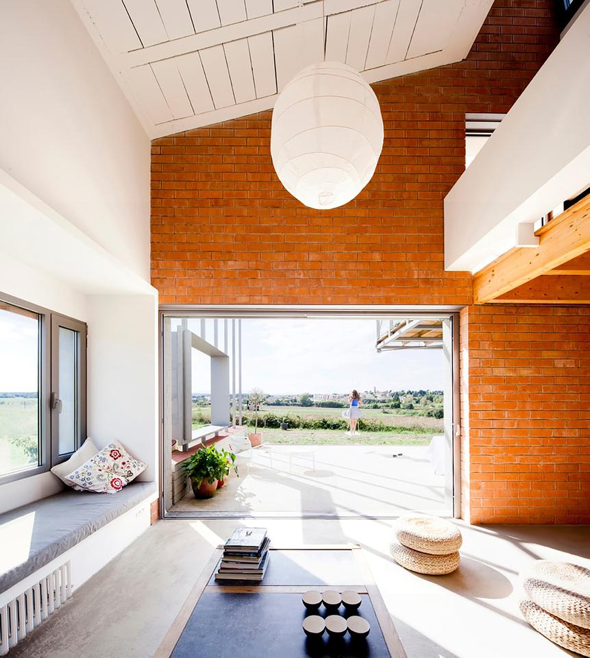 The two-story home comprises a total floorspace of 300 sq m (3,229 sq ft) (Photo: Anna & Eugeni Bach)