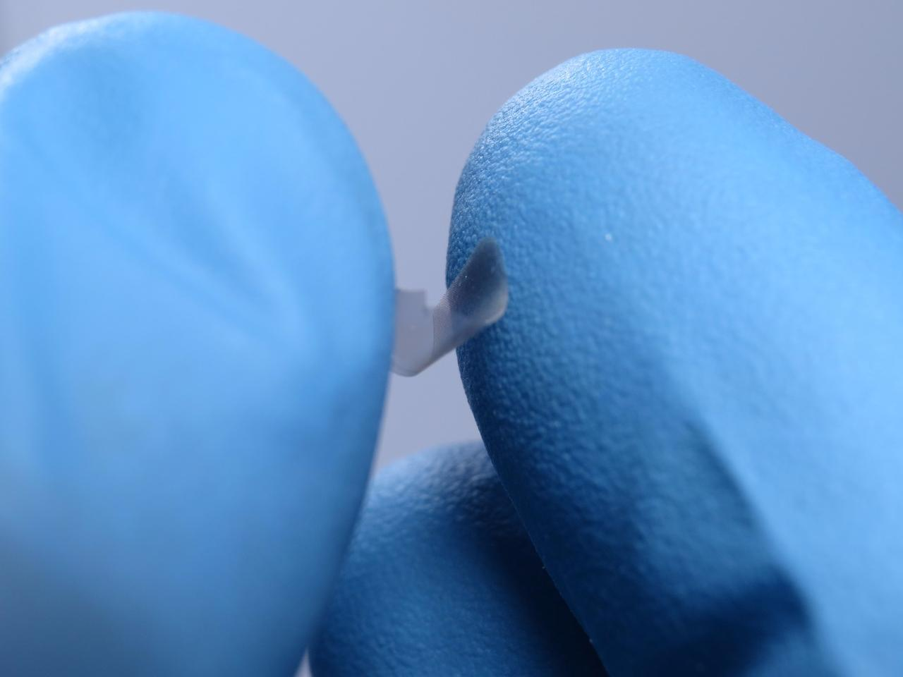 These ultra-thin plates are able to retain their shape after being bent and squeezed by a human hand