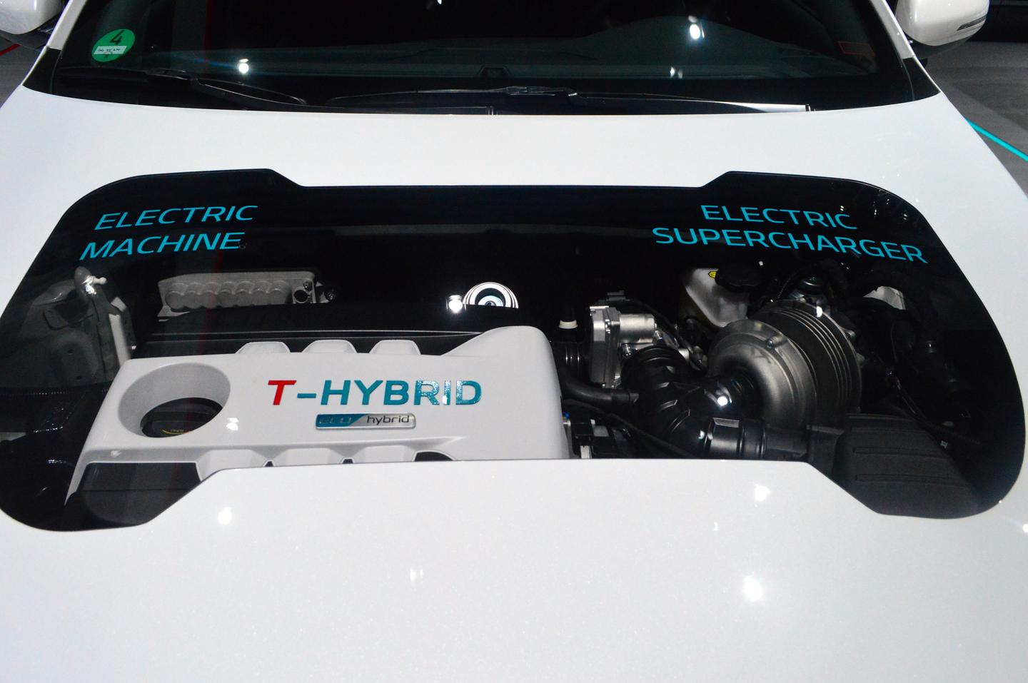 Kia highlights its powertrain with a transparent hood panel (Photo: C.C. Weiss/Gizmag)
