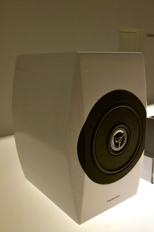 A Technics Premium Class SB-C700 speaker (Photo: Paul Ridden/Gizmag)