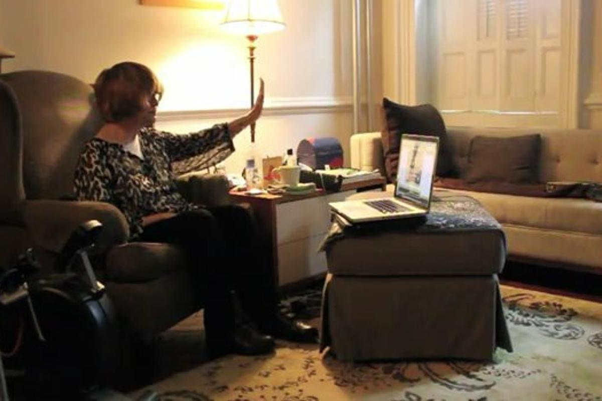 Keyboard-free emailing underway (Image: Chad Ruble, Youtube)