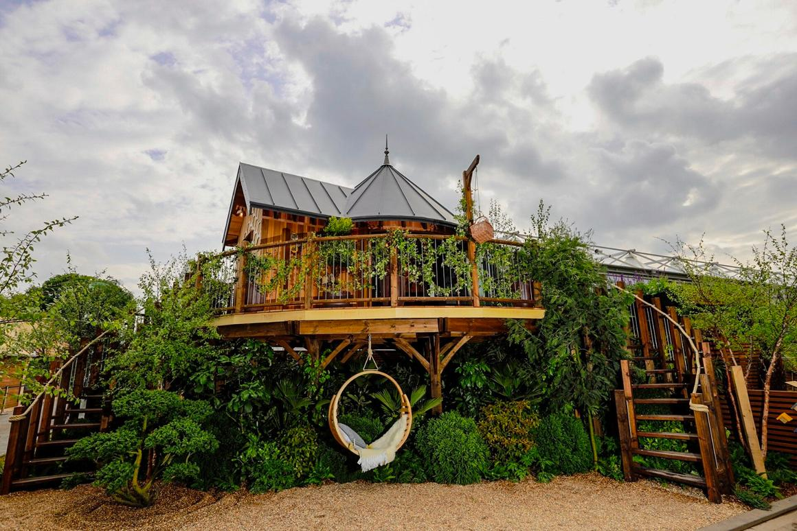 UK treehouse architectural firm, Blue Forest has revealed its prefabricated luxury treehouse exhibit as part of this year's RHS Chelsea Flower Show