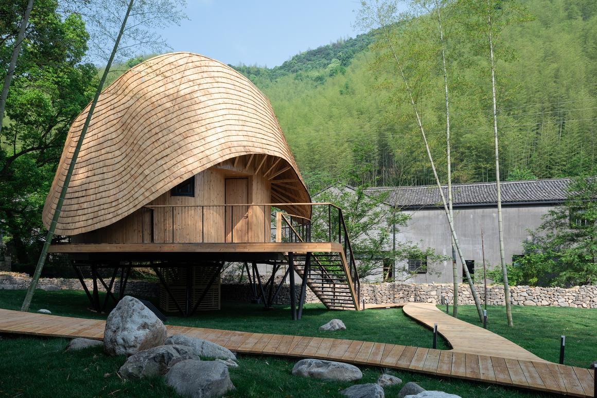 Monoarchi created theTreewowVilla O with help from local craftsmenin a ruralvillage in Yuyao, Zhejiang Province, China