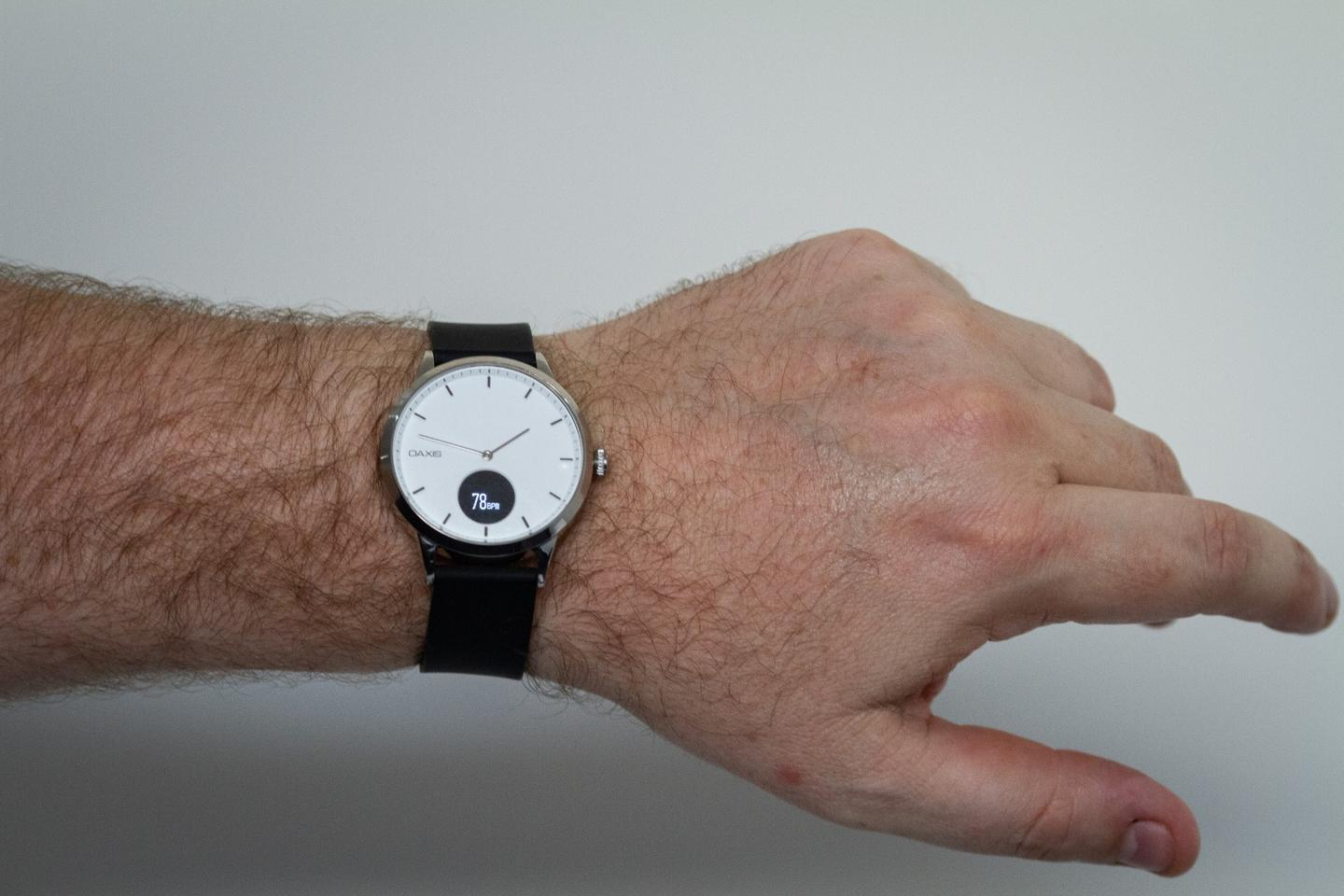 Oaxis Timepiece: a semi-smart analog watch with a heart rate monitor