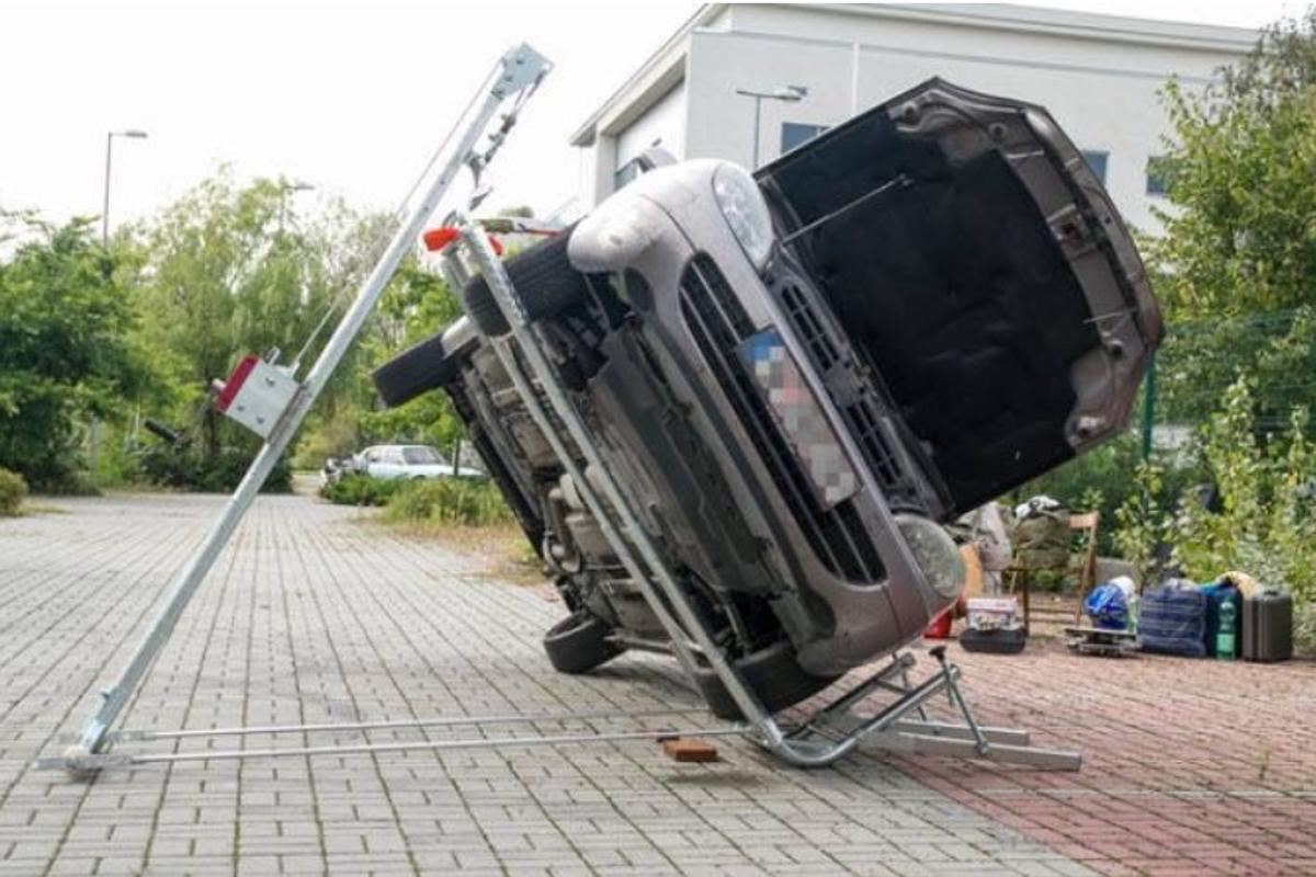 It's a Jack can reportedly tilt cars weighing as much as 3.5 tons (3.2 tonnes) up to 80 degrees