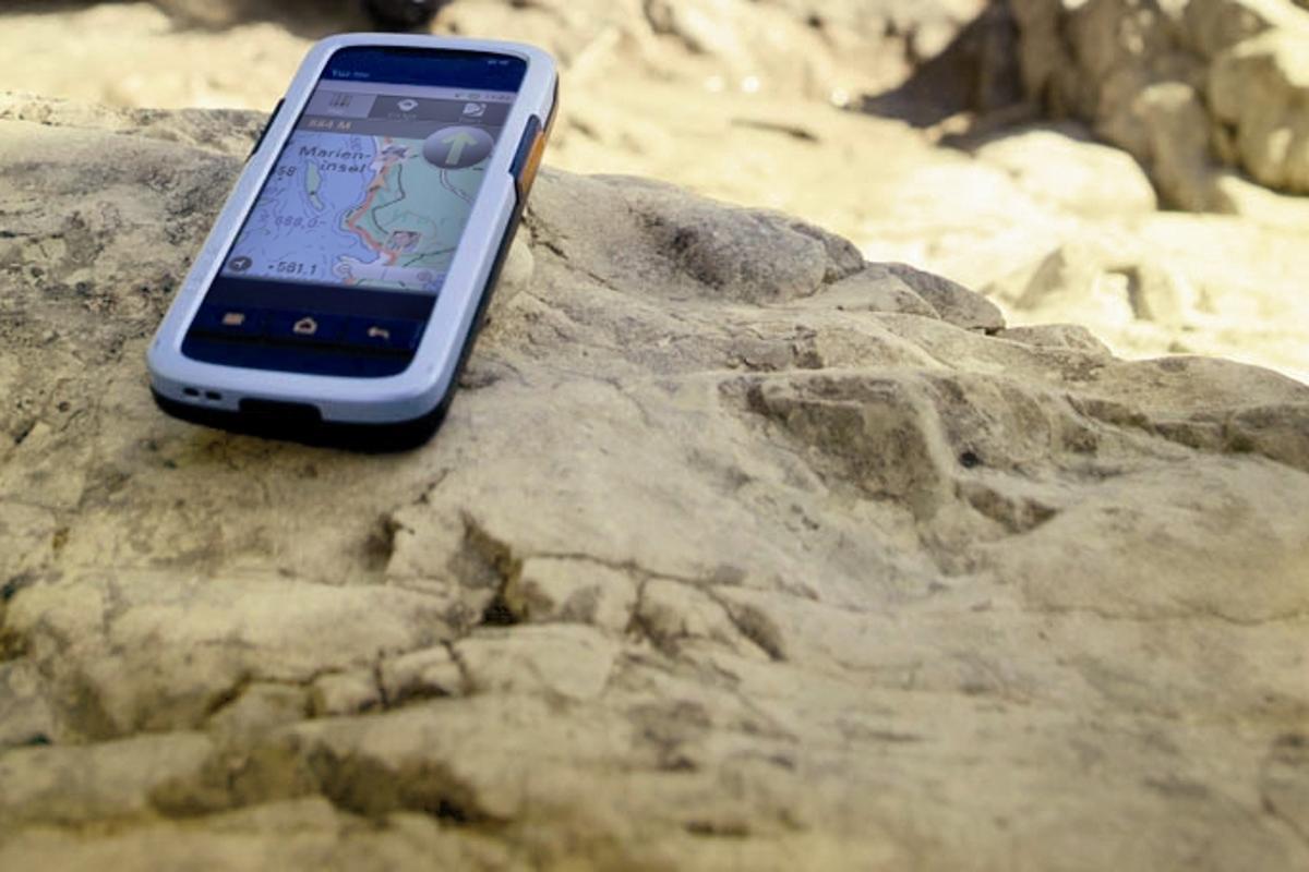 The Tak Wak tw700 GPS-smartphone-radio-buddy tracking system