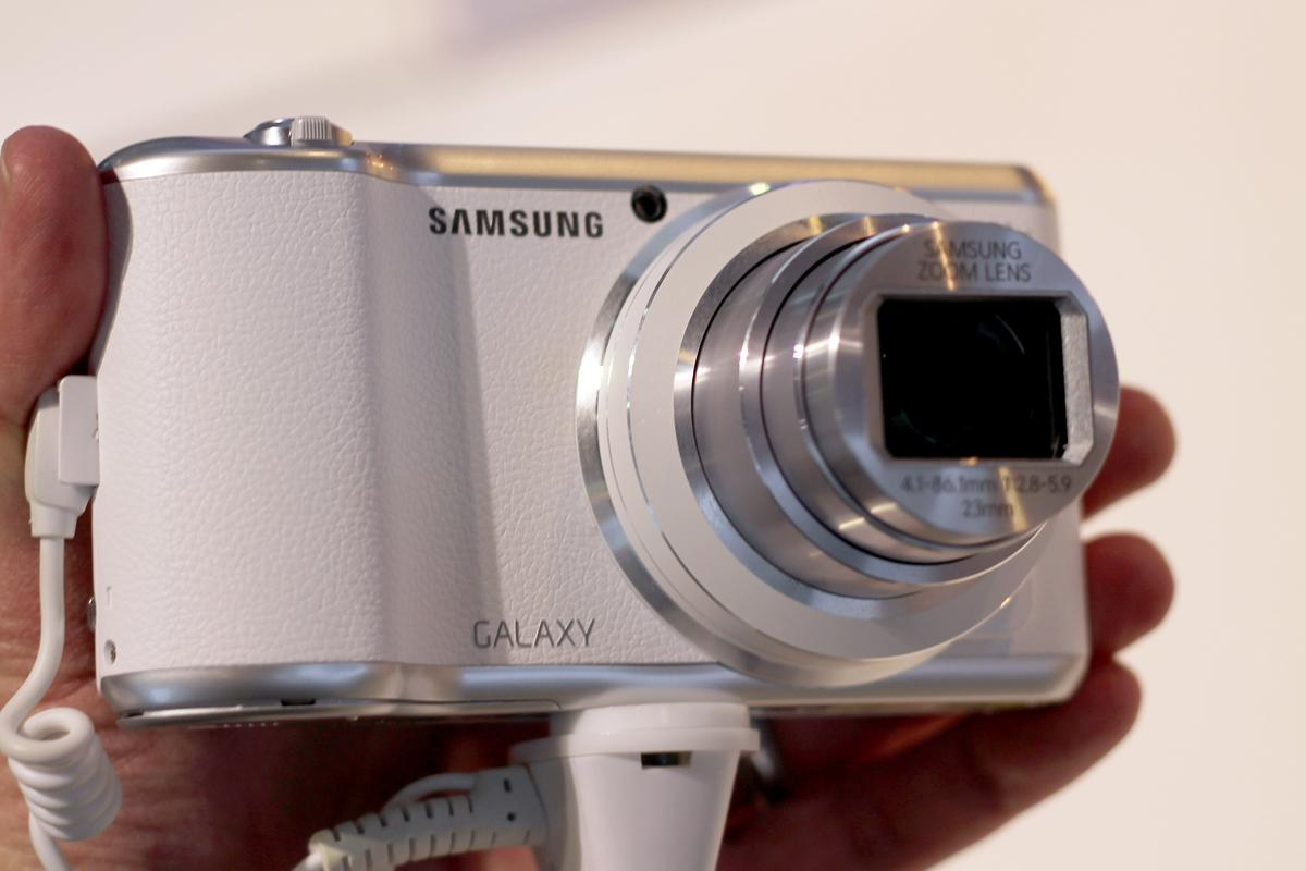 Gizmag goes hands-on with the Samsung Galaxy Camera 2