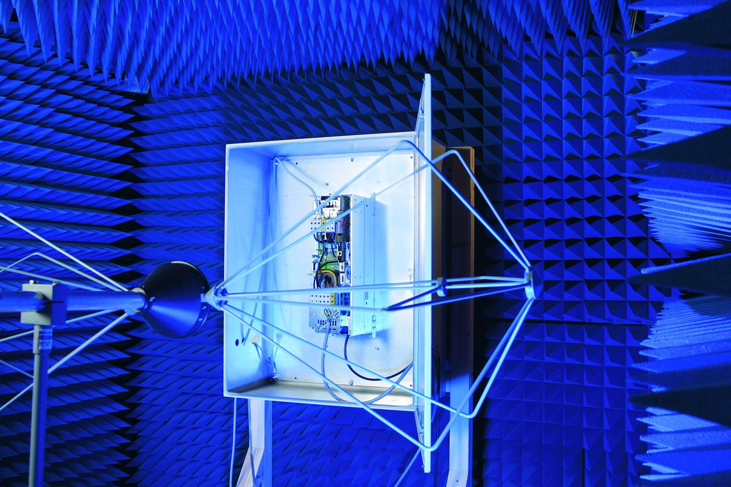 The electromagnetic compatibility of vehicle components is measured in a Fraunhofer lab