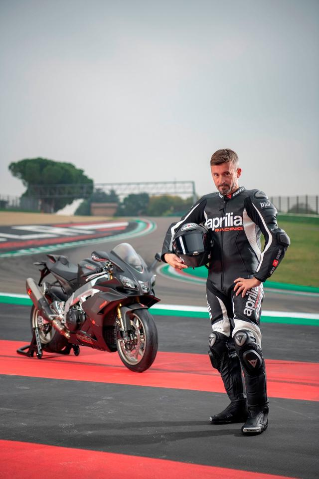 Max Biaggi is back to put his hallowed face next to the new RSV4 1100 Factory.