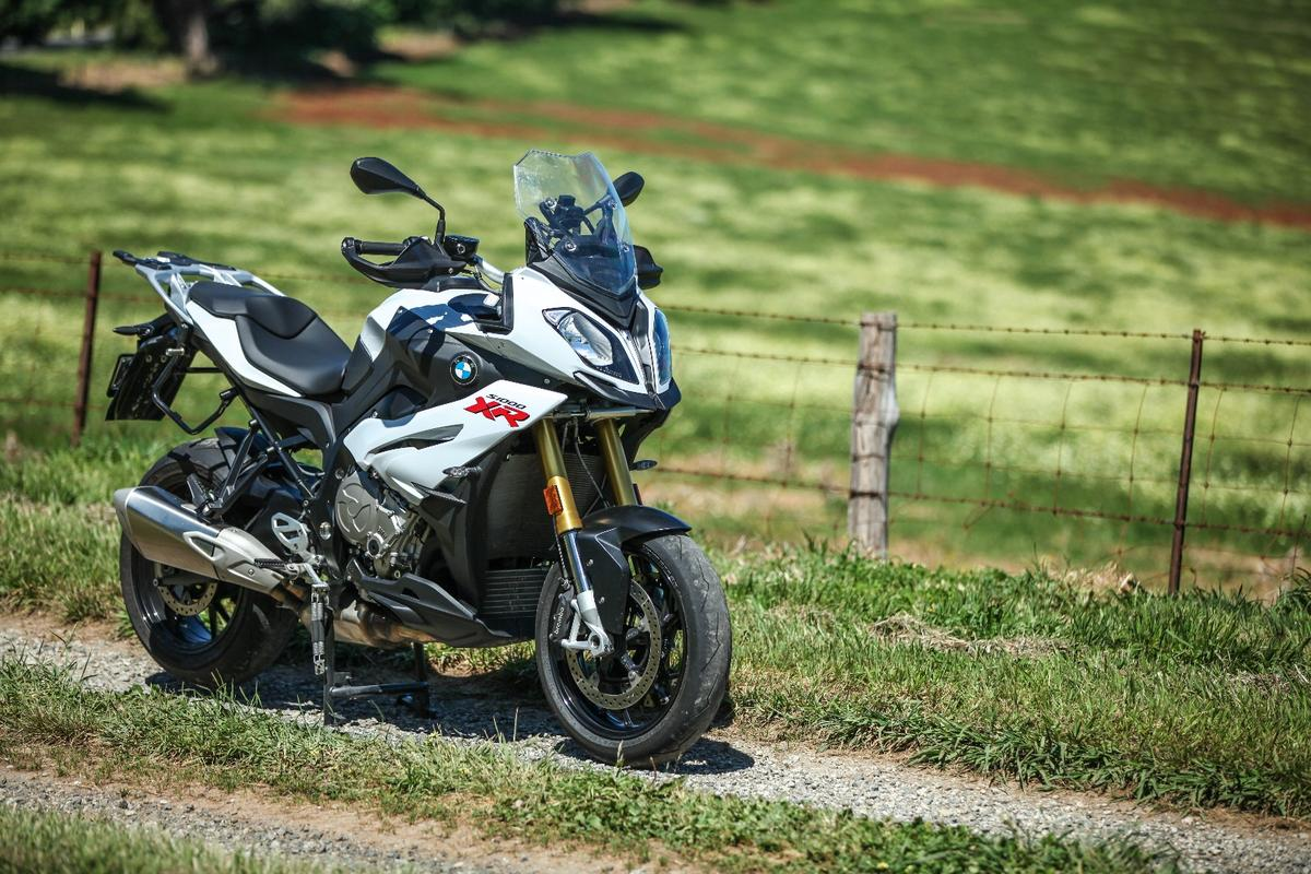 BMW S1000XR: super-tourer with extreme practicality and monstrous performance