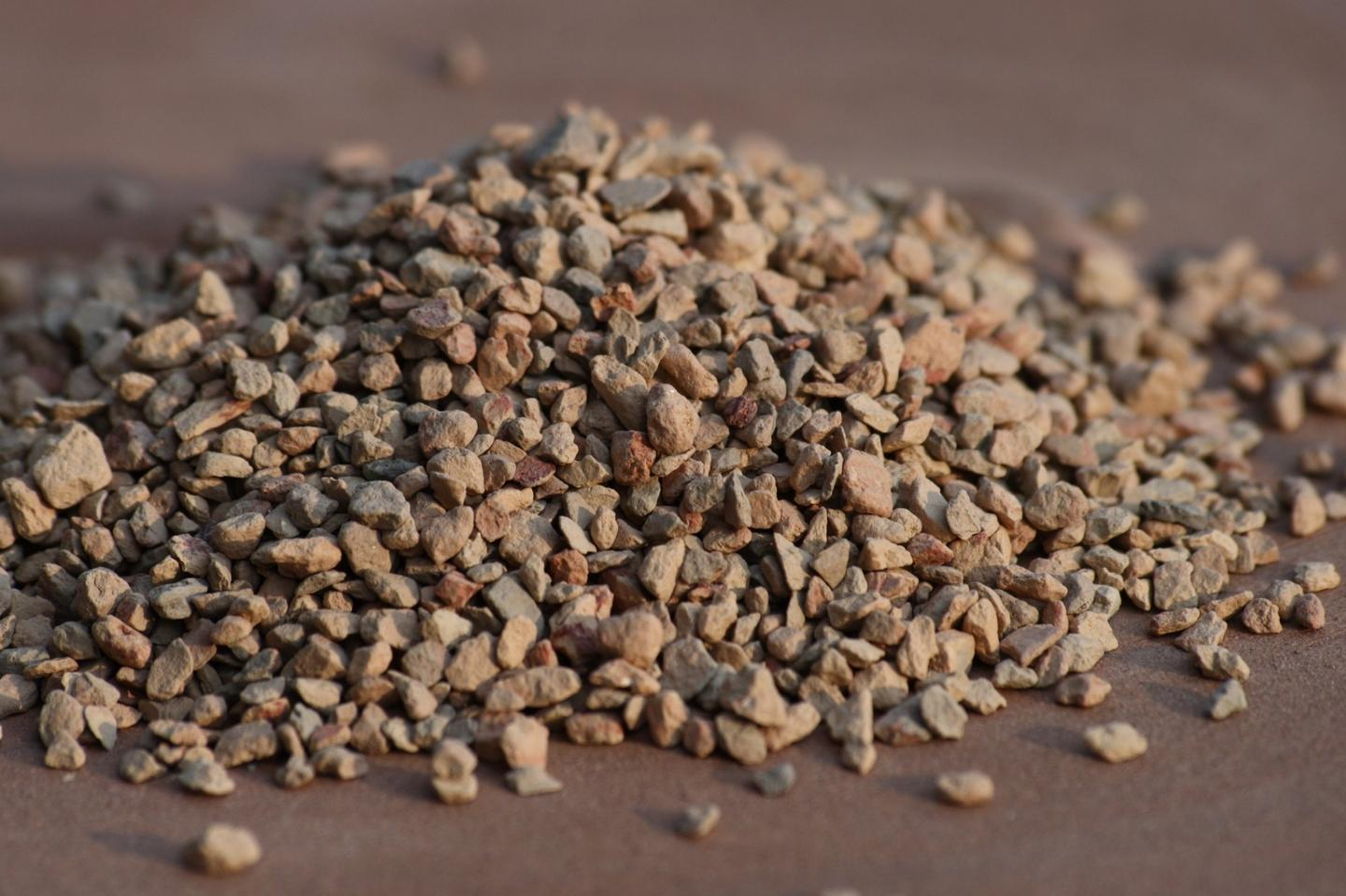 Grains of arcillite clay, which is a calcined form of themontmorillonite used in the study