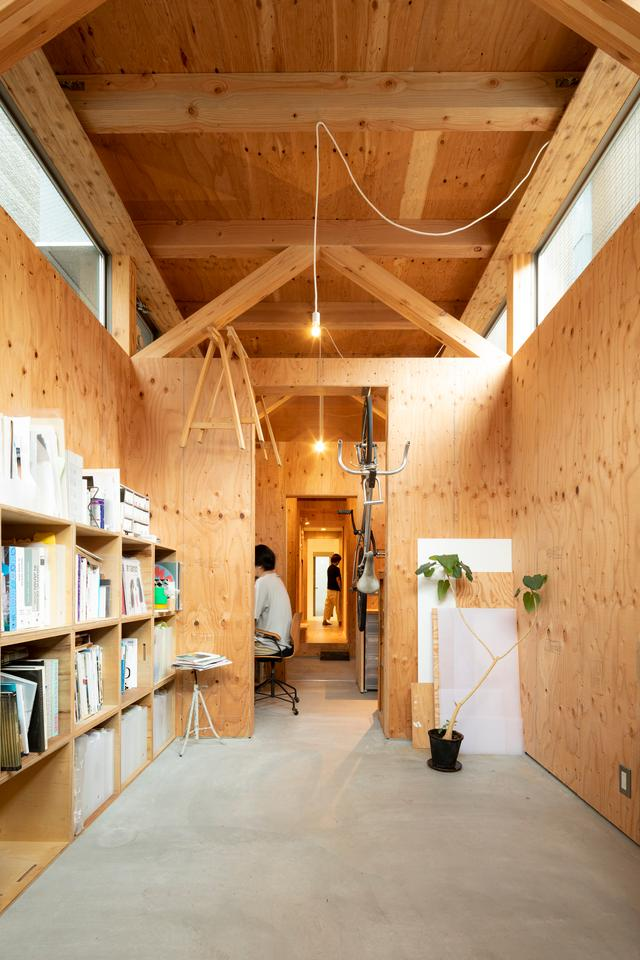 House in Osaka's ground floor includes an office and bathroom