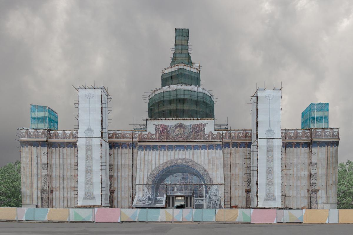 "Kunststück was taken on a Canon 7D in Russia. ""In the past, faux facades were rare and temporary interventions in urban spaces, but today they have become a part of the city landscape, only being changed from time to time,"" says the photographer"