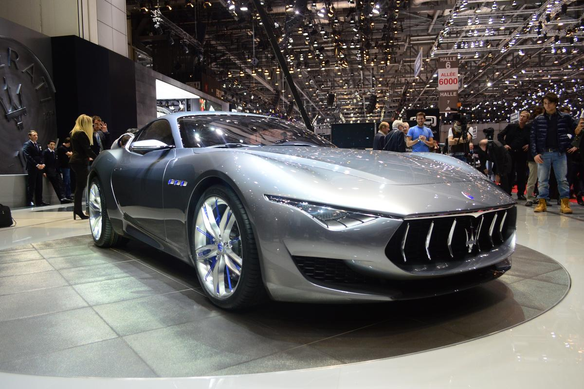 The Alfieri's long, low nose, the vertically-divided grille, twin concave sections and the narrowing DRLs (Photo: CC Weiss/Gizmag)