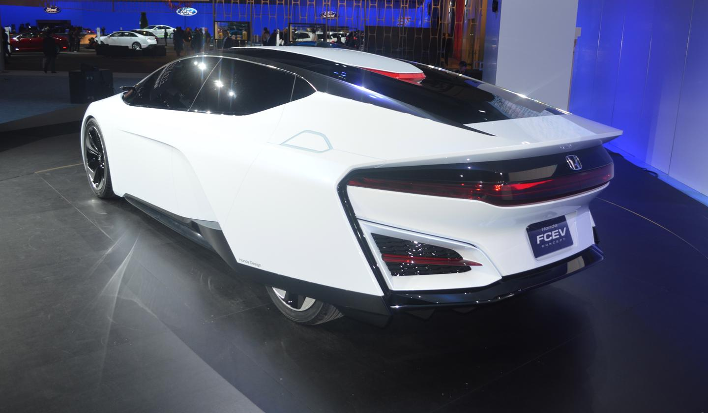 "Honda hasn't gone into much detail about its nooks and crannies, but says the FCEV has a ""super aerodynamic"" body"