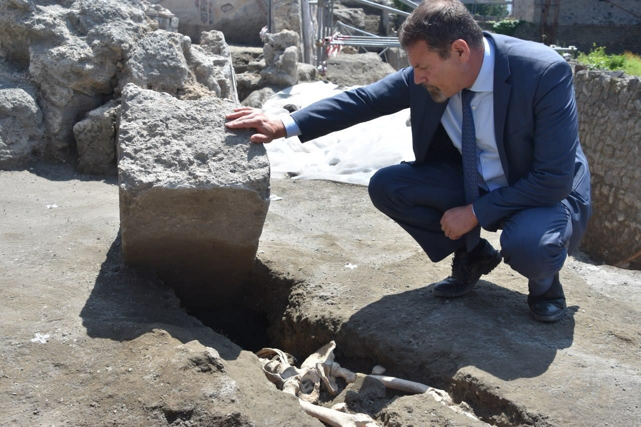 Archaeologist Massimo Osanna with the newly-discovered skeleton