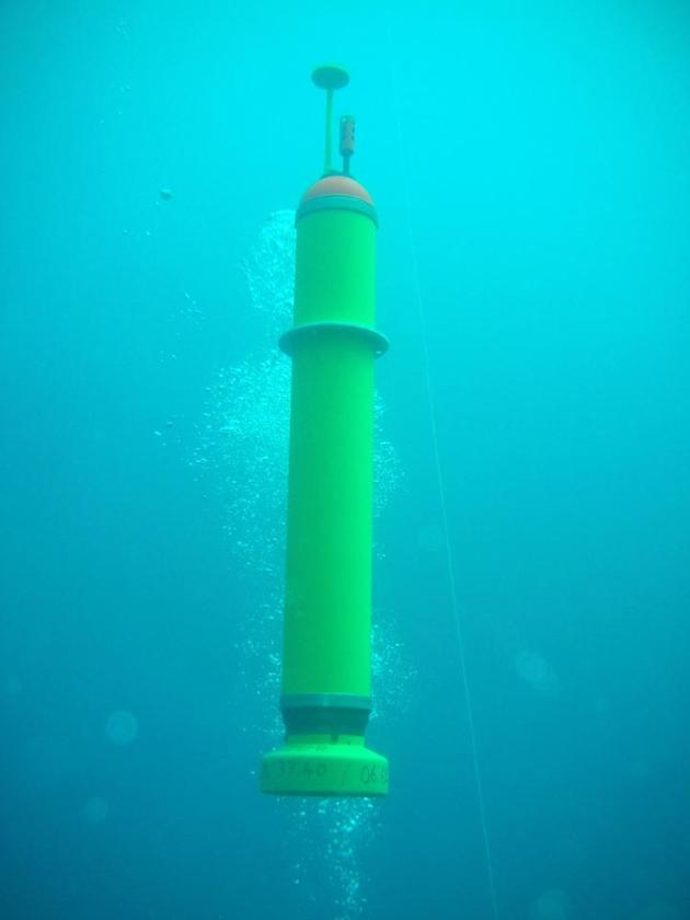 When earthquake-related sound wavesare detected by one of the MERMAIDs, it automatically uses an oil pump/bladder system to increase its buoyancy, rising to the surface within 95 minutes