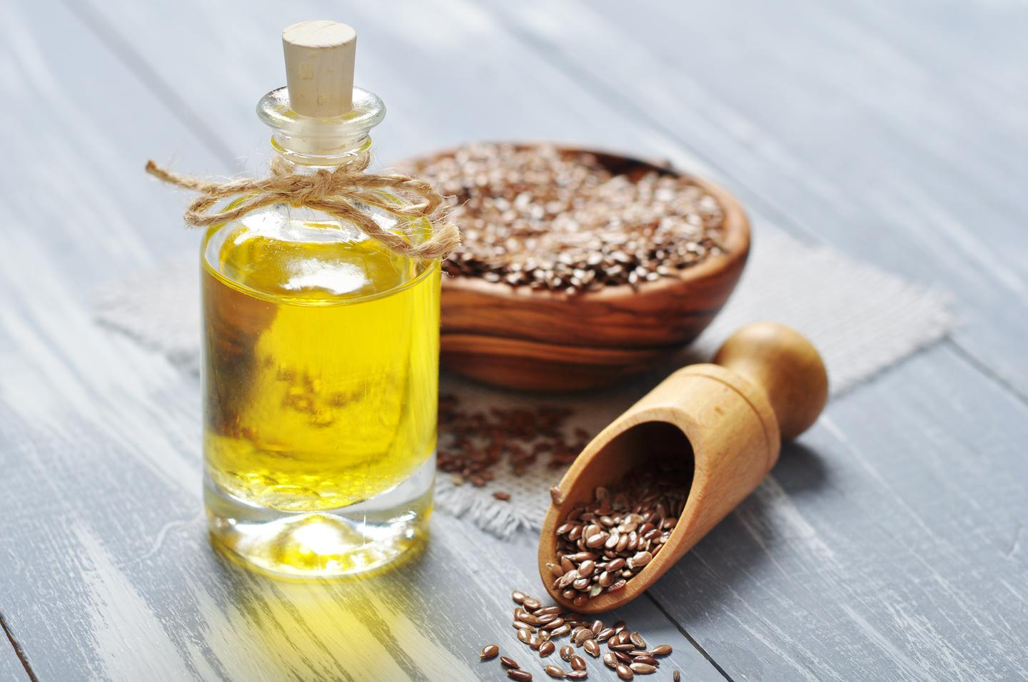 Also known as flaxseed oil, linseed oil is obtained from the flax plant, and is commonly used in the protection and preservation of wood, concrete and metal items