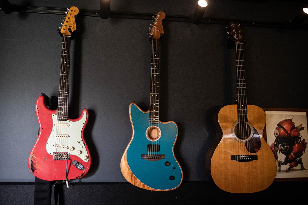 Fender's Acoustasonic Jazzmaster: a transitional moment, as Fender begins to blend new digital tools into its guitars