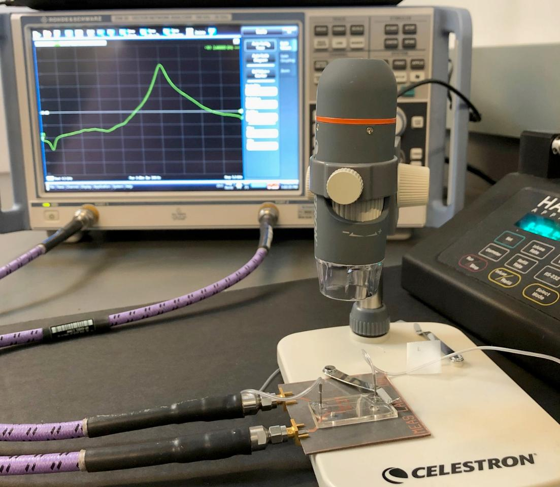 The biosensor works by sending a 2.5-GHz microwave signal through a biological fluid sample contained within a microfluidic channel, thenanalyzing changes in the resonant amplitude and frequency of that signal