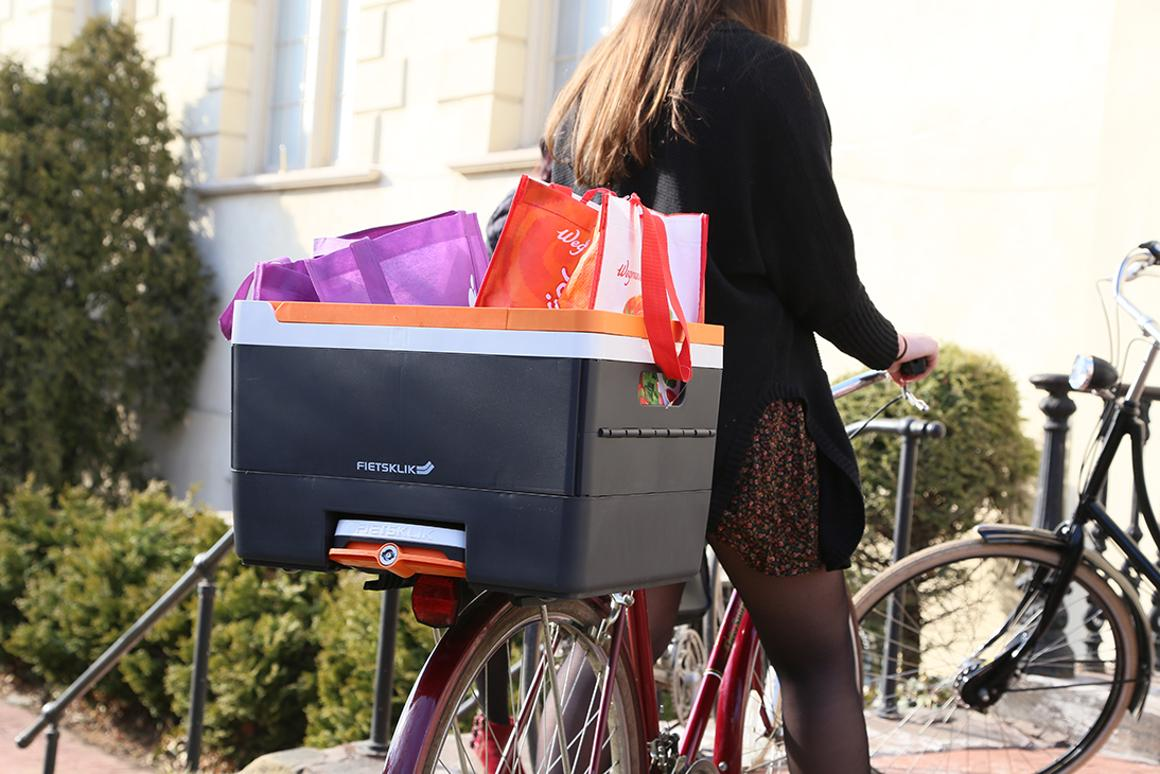 A bicycle equipped with Fietsklik's quick-release Crate unit