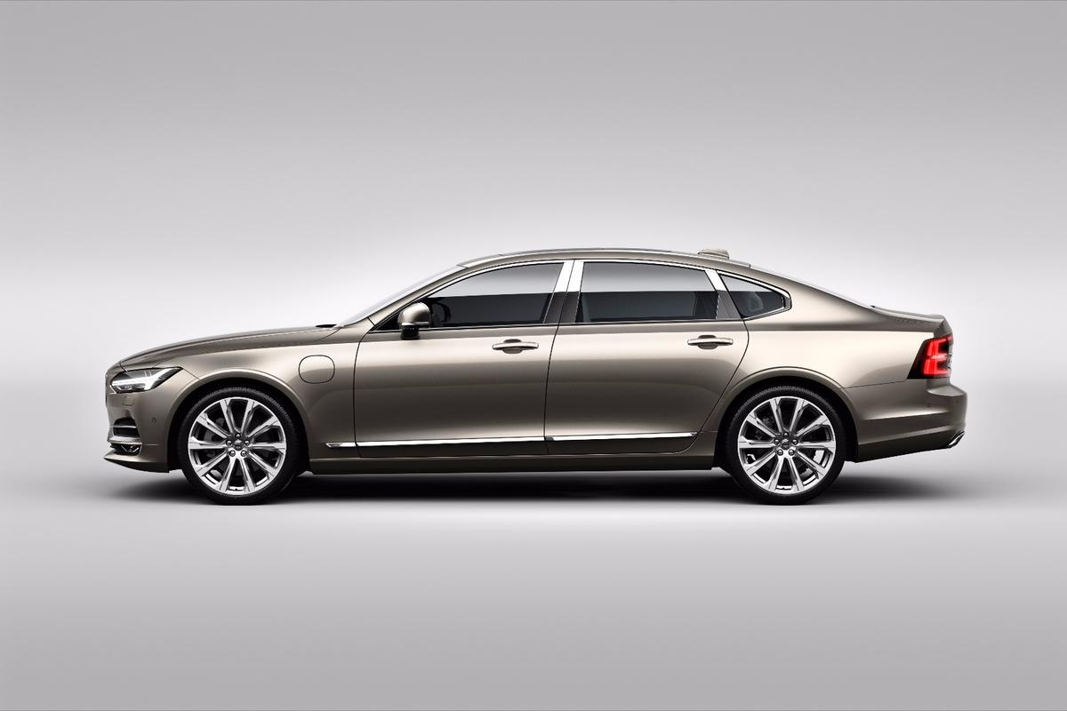 From the outside, the S90Excellence is the same handsome sedan as the standard car