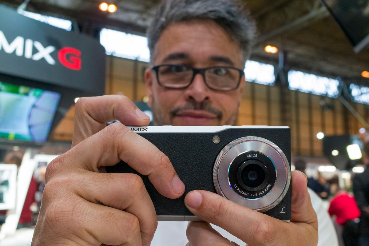 The Panasonic Lumix CM1 is a high-end compact camera which is also an Android smartphone (Simon Crisp/Gizmag.com)