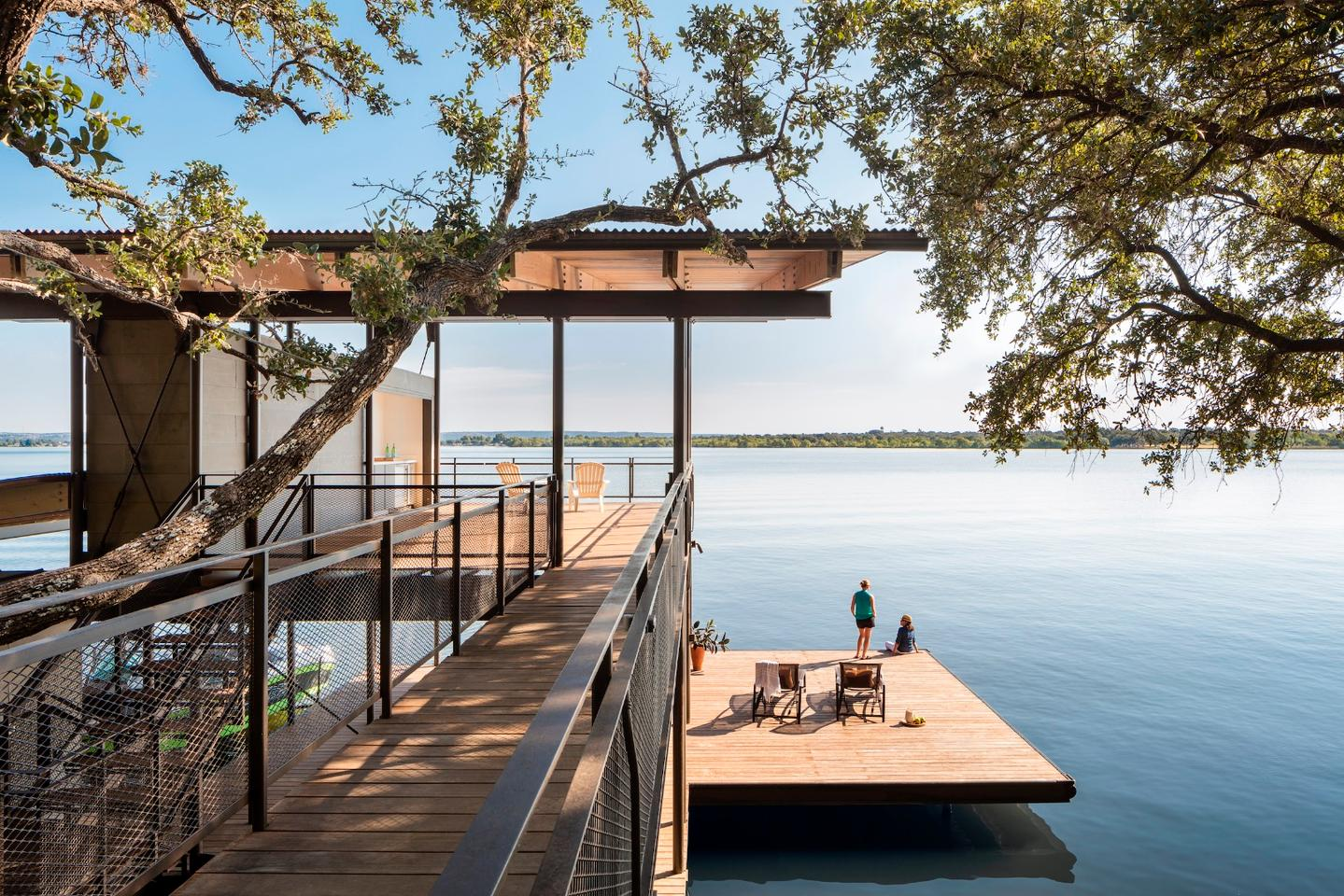 This beautiful modern take on the lake house in Marble Falls, Texas, was designed by Lake|Flato Architects. It's called Blue Lake Retreat