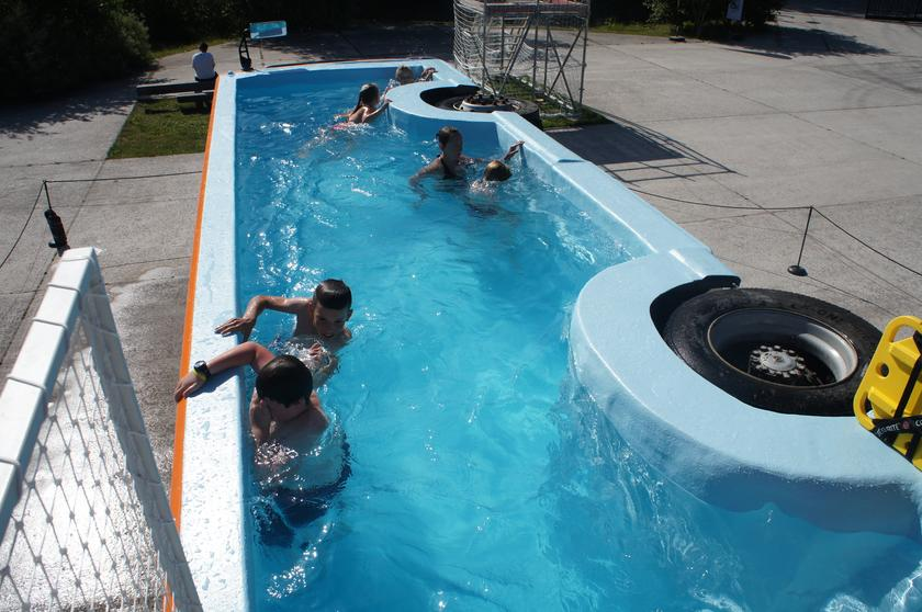 Le Bus Piscine's pool itself measures 30 ft (9.1 m) long and almost 8 ft (2.4 m) at its widest point