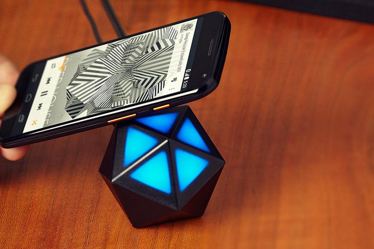 Motorola's Moto Stream brings wireless audio streaming capabilities to old stereo systems