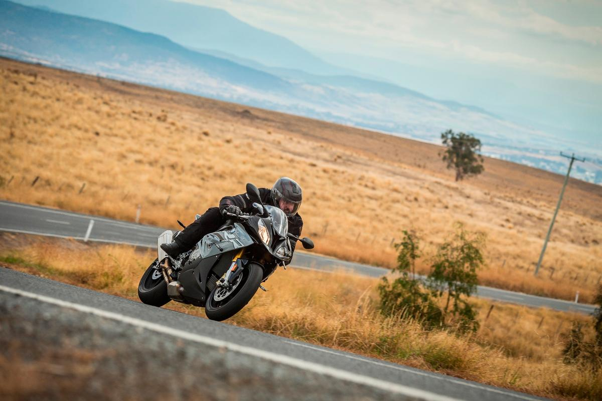 The 2017 BMW S1000RR isan apex superbike with extreme performance and outstanding road manners