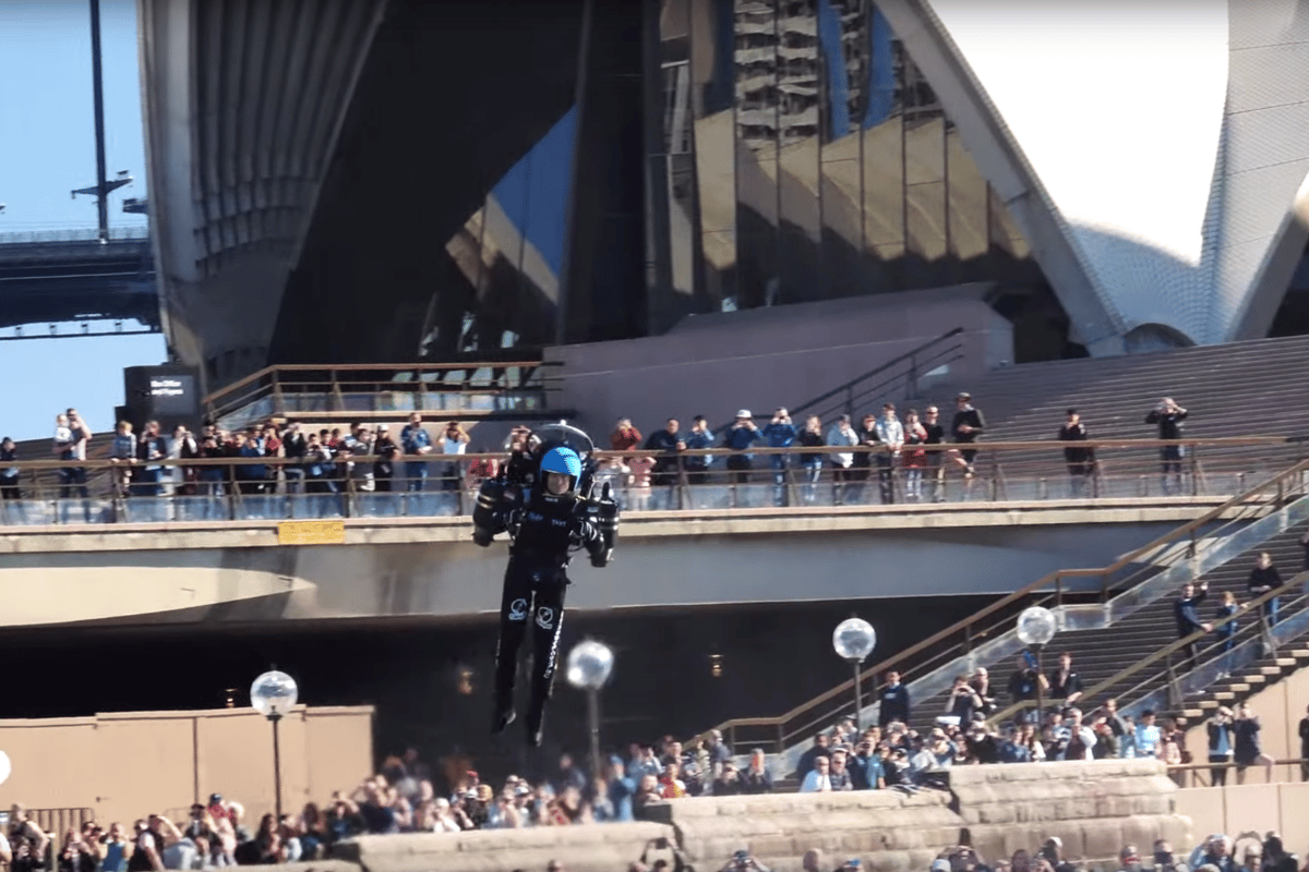 David Mayman flies his JB-10 jetpack around Sydney Harbour