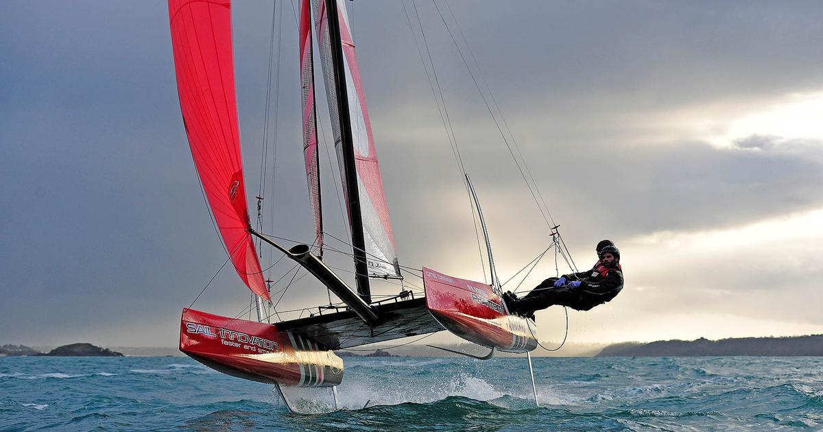 The Flying Phantom: US$40k sailboat levitates two feet above