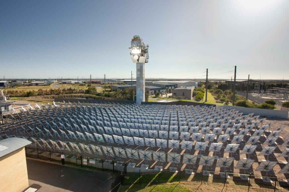 """The CSIRO has generated """"supercritical steam"""" at a pressure of 23.5 MPa (3,400 psi) and 570° C (1,058° F) in what it claims is a world record for solar thermal energy (Photo: CSIRO)"""