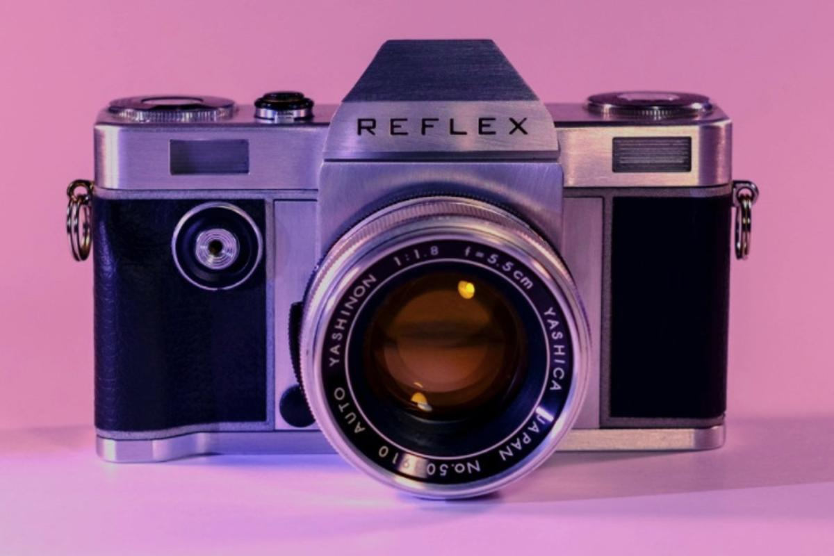 The Reflex camera can accept various manufacturers' lenses