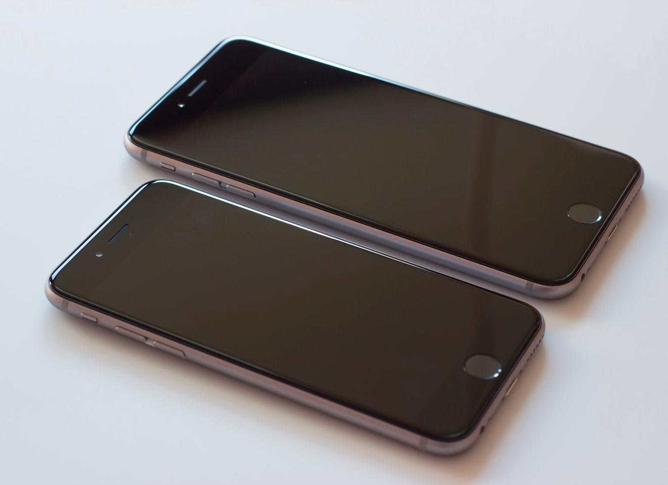 The iPhone 6s and 6s Plus are both noticeably thicker and heavier than their 2014 counterparts