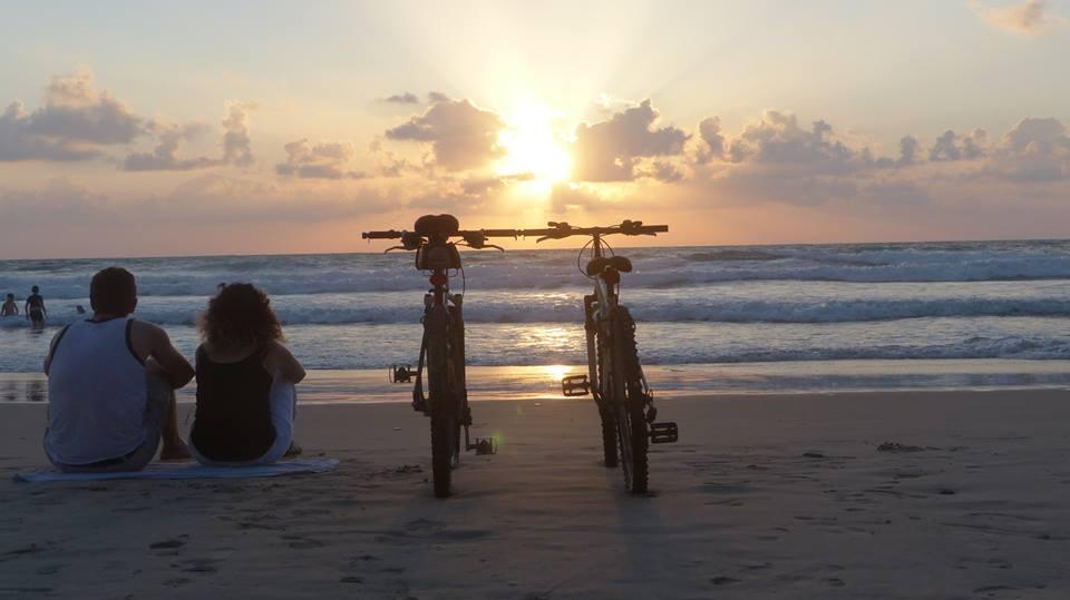 Bicyclick allows bikes to be temporarily clicked together at the handlebars