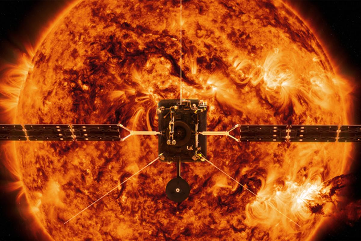 Artist's impression of the Solar Orbiter approaching the Sun